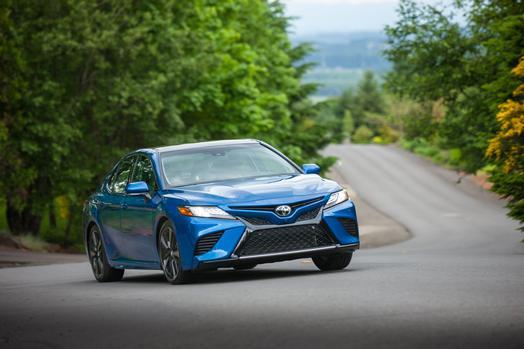 Toyota Camry vs. Toyota Camry Hybrid